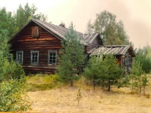 Tämä talo oli vuonna 2004 jäljellä keskikylällä Pirttilahdessa, taloa kutsuttiin Kirilän taloksi. Voisko tämä nimi olla peräisin Kirill Ivanovista, ja täten Antipinien vanha talo? Kuva Heikki Kallio.